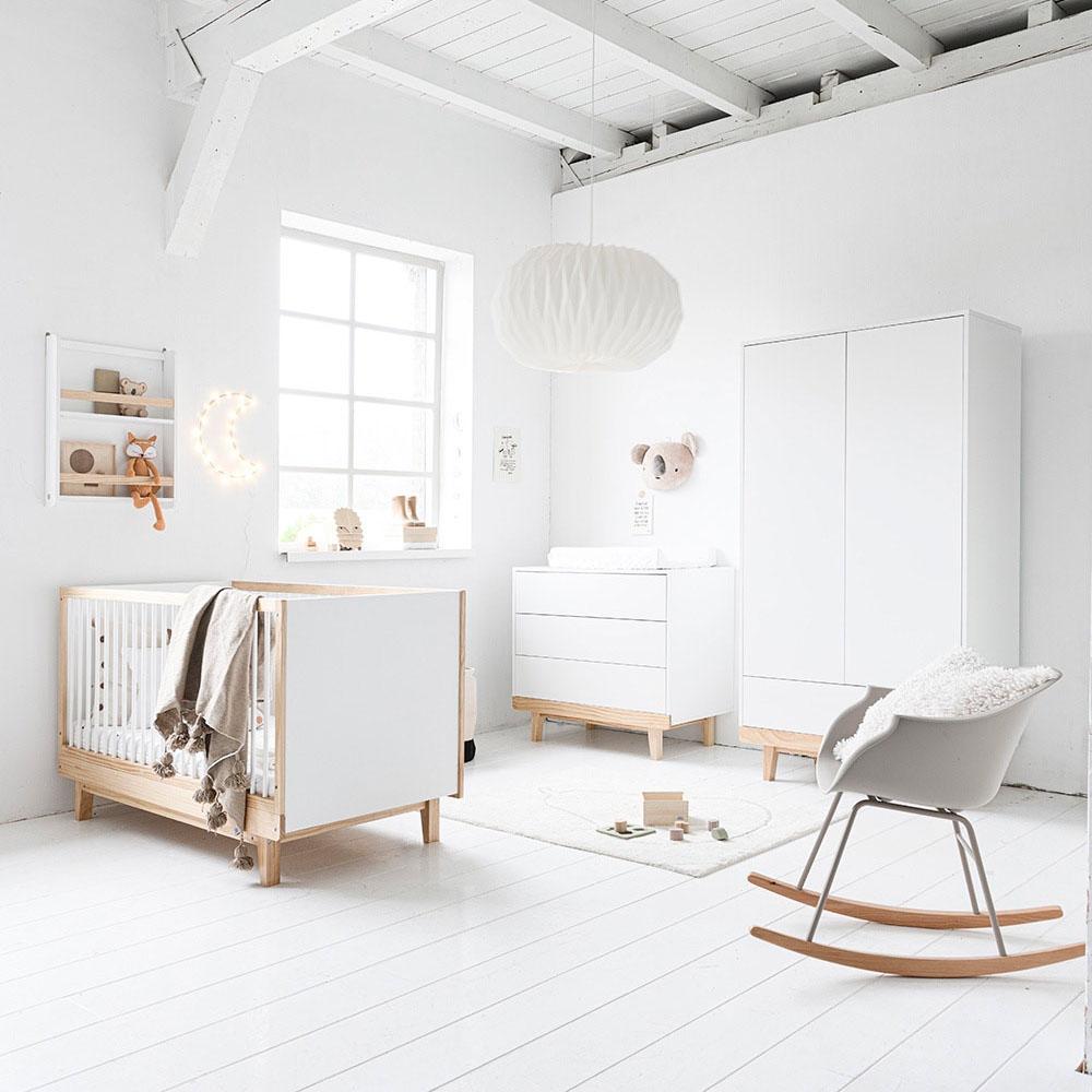 Chambre bébé Cerise blanc et bois, design scandinave par Petite Amélie