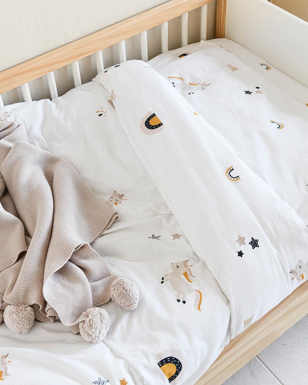 Chambre enfant lit enfant 2 ans housse de couette licorne Petite Amélie