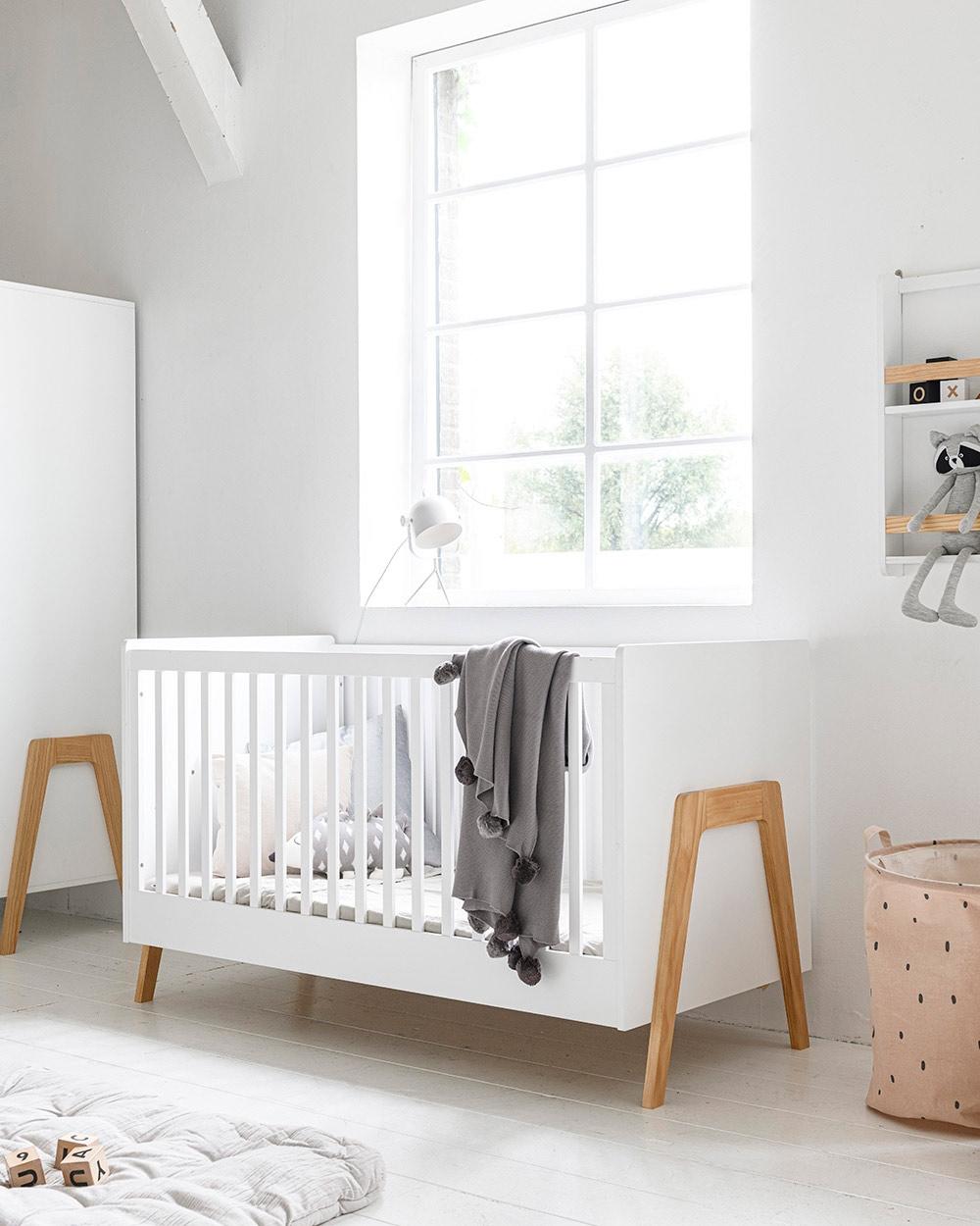 Lit bébé évolutif bois blanc par Petite Amélie