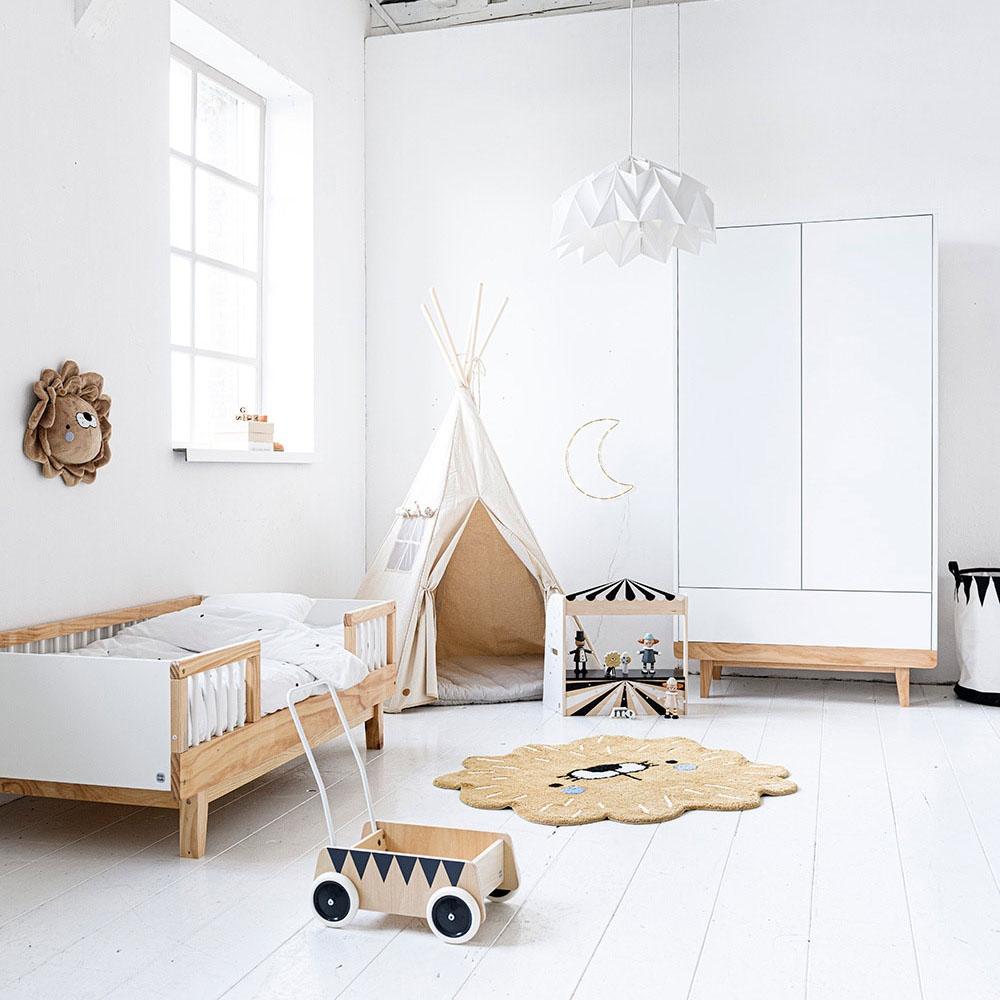 Chambre enfant avec lit enfant 2 ans Cerise et couette par Petite Amélie