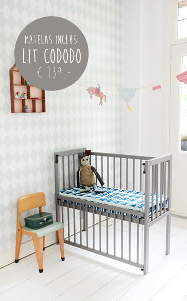 petite am lie lits b b lits enfant mobilier et jouets enfant. Black Bedroom Furniture Sets. Home Design Ideas