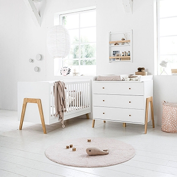 Chambre bébé bois blanc avec commode à langer et lit bébé évolutif par Petite Amélie