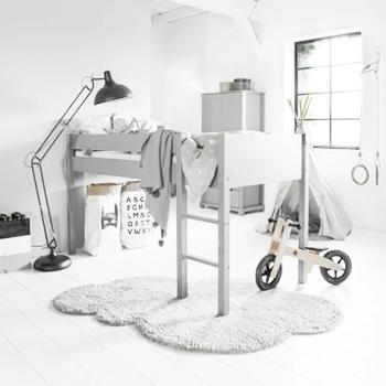 Chambre enfant 5 ans lit surélevé bois chambre enfant par Petite Amélie